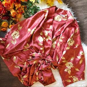 🍂 FALL ARRIVAL 🍂 VINTAGE FLORAL SILKY ROBE